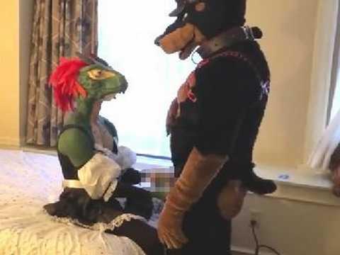 ホモのトカゲと犬が異種間ケモ姦してるケモナー向けの着ぐるみゲイセックス動画