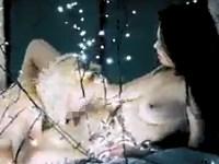 【百合】LEDライトの中で魅せる美女たちのレズ