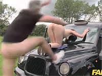車の上で大胆にファックだぁー!と思ったら…