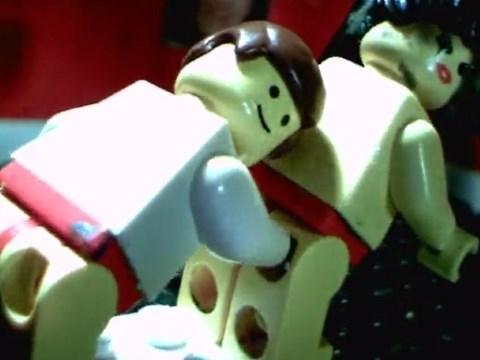 【ストップモーションアニメ】可愛い笑顔でアブノーマルなセックスをするレゴ人形