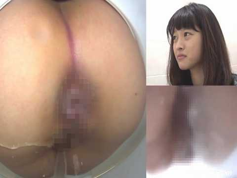 日本人の素人女性たちがトイレでオシッコしている様子をマルチアングルで隠し撮りしている無修正盗撮動画