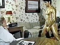 【WAM】筋肉フェチな巨乳ブロンド美女が男性ストリッパーを金粉まみれにして愛でるウェット&メッシープレイ!