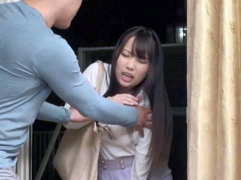 いきなりお漏らしをする泥酔巨乳女(玉木くるみ)