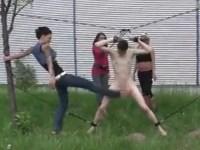 【金蹴り】野外で拘束されお姉さん達から股間を蹴られるM男
