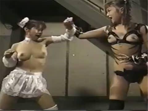 おっぱい丸出しの中華娘が活躍するエロコメディタッチのドラマ