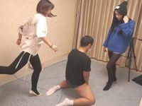 【中国痴女】素人女王様の美脚ハイヒールで金蹴りと電気アンマ責めをうけるM男くん