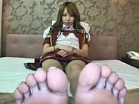 【足舐めパンチラ】足指をベロベロ舐められて快感に目覚めてしまうギャル