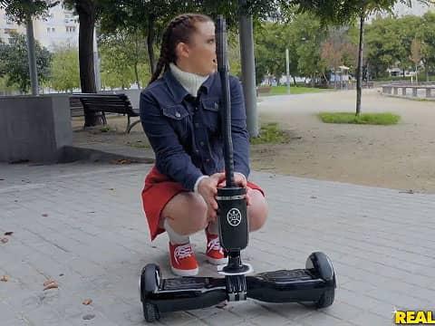 気分爽快!?ディルドー付きバランススクーターに乗って野外オナニー&フェラをやってみたよ!