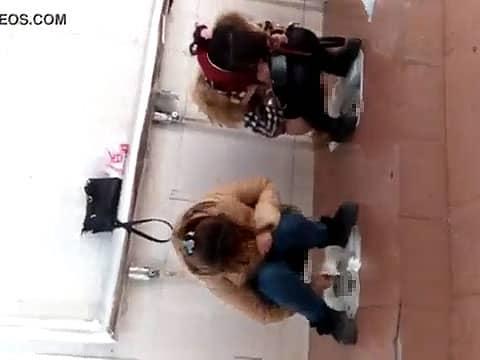 連れション状態になっちゃう中国の女子トイレ