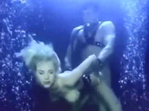 水に潜りながら3Pやってみた