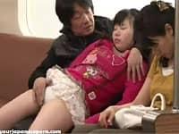 電車ではしゃぐ娘があまりにも可愛くて思わず近親相姦しちゃう変態パパ