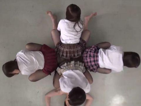 巨尻のパンスト女子校生たちがM男に集団騎乗位で尻コキ 奥菜えいみ 阿部乃みく 桜木優希音 御坂りあ