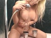 【乳首ピアス】乳頭が心配になるニップルピアスをつけた美女の風呂オナニー