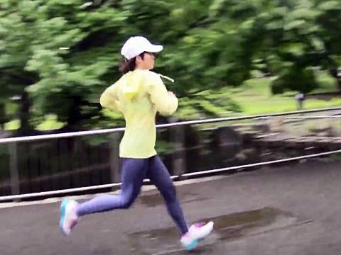 公園を走る巨乳ランナーの斉藤りこをナンパ中出しセックス