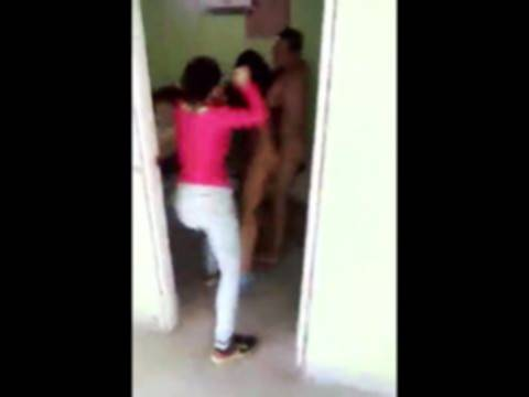 【ガチNTR】男の浮気現場に突入!全裸男女を殴る蹴るの超絶修羅場に