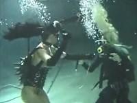 【水中】水の中でM女を調教する女王様【鞭打ち】