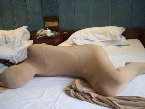 パンストを使ったマミフィケーションプレイでイモムシになるM女のSM拘束調教