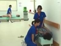 【バカエロ】チンコの痛みを訴える患者達に女性看護師たちがエロ治療
