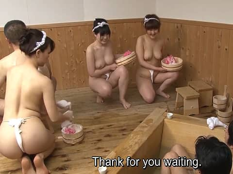 銭湯の女性店員がふんどし姿でぷるぷるおっぱい揺らして洗体サービス!