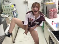 【小倉由菜】セブンイレブンの店内で店員同士がセックスしまくる映像がバカッター案件で炎上確実www