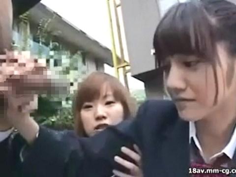 ウブな女子校生のみづなれいちゃんが男子生徒の時間を止めて手コキする動画