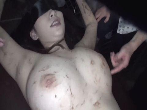 野生化した女たちが飼育されているサファリパークで爆乳女を捕まえて強制パイズリ 宝田もなみ