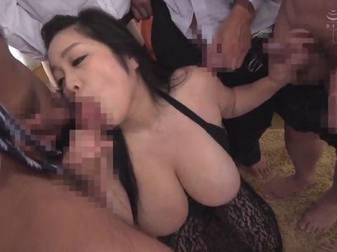 デブ化でIカップ爆乳になった小向美奈子が輪姦パーティーで連続中出しされる