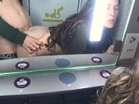 【無修正】電車内で彼の包茎チンコをしゃぶって生ハメするセックス好きな彼女【ハメ撮り】
