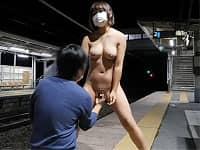 【露出】駅のホームや電車などで露出プレイにチャレンジしちゃう変態さんたち