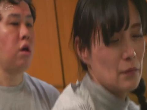 【平岡里枝子】閉経した五十路母が子供部屋おじさんの中年息子に中出し近親相姦を迫れている生々しい日常風景