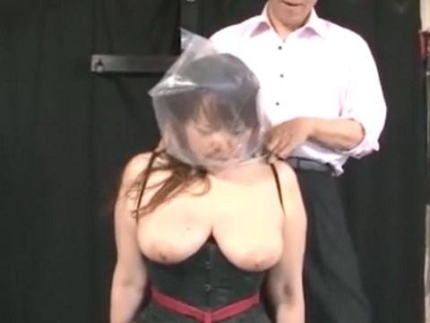 ロープで椅子に固定された巨乳熟女さんが呼吸制御(ブレスコントロール)で責められるSM動画